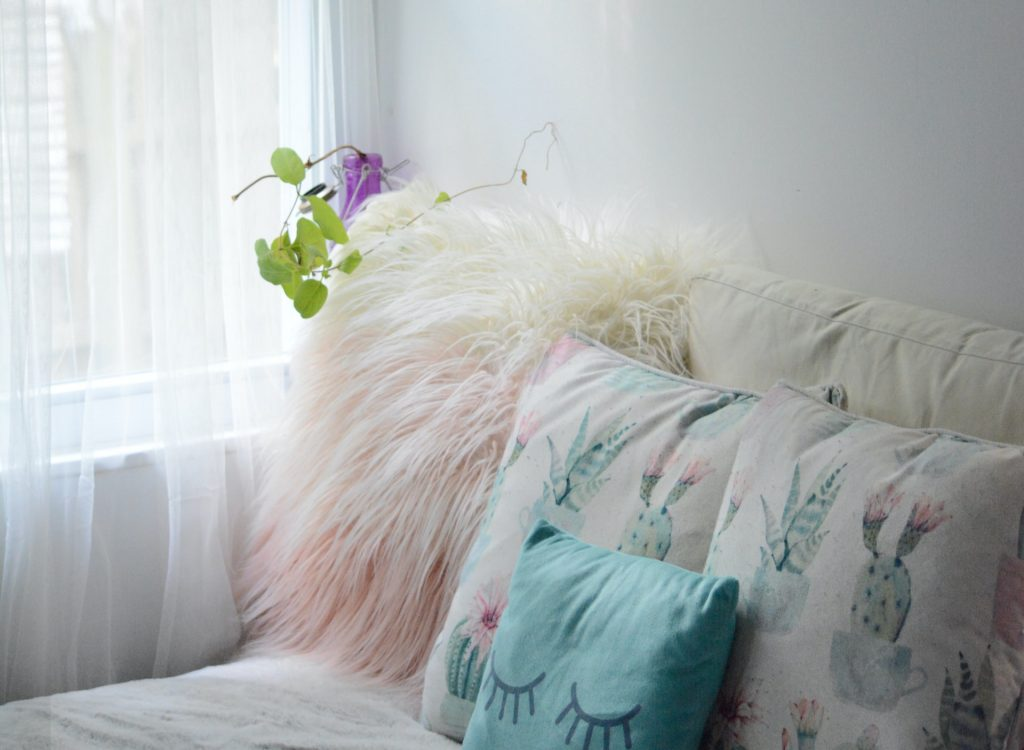 Choosing and using cushions in your home